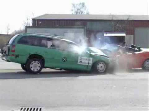 Crash Test Opel Omega vs BMW 3 Series (Impolite)