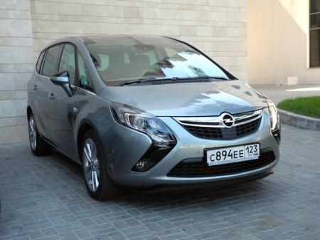 Минивен Opel Zafira Tourer, третья генерация.